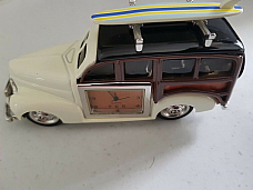 1950s wood panel station wagon clock metal comes gift box unique(rare)